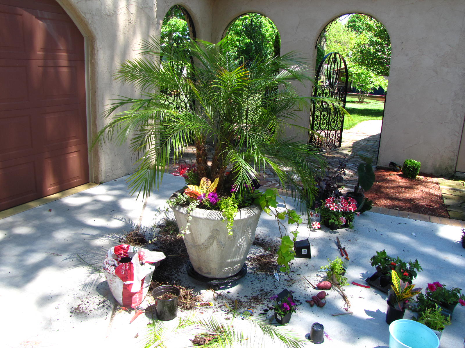 Garden Amp Patio Planters Landscaping Services In